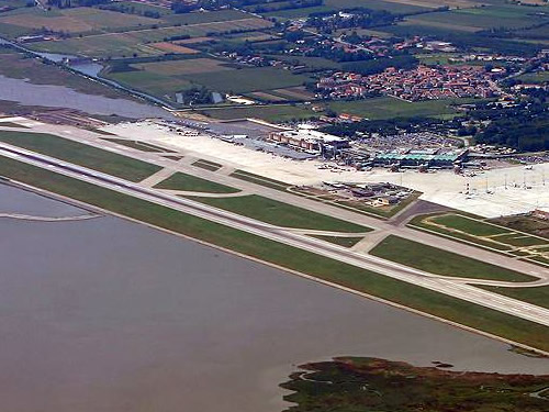 voli aerei venezia capodanno foto